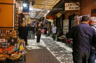 Vecpilsētas labirinti, tirgotājs pie tirgotāja, pasaule pasaulē.
