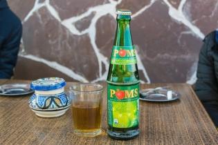 Marokā Coca-Cola monopols. Limonādes visdažādākās, bet visas Coca-Cola's ražotas.