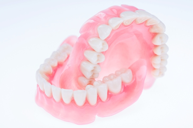 zobu_protezes_reklamas_foto_tooth_dentures01
