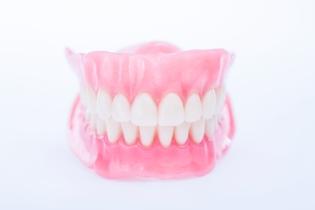 zobu_protezes_reklamas_foto_tooth_dentures02